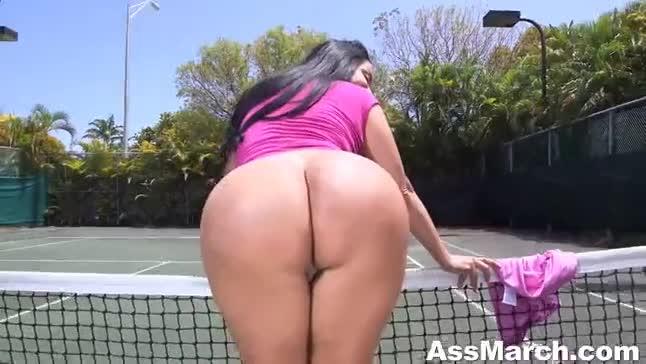 Coroa transando com professor de tênis