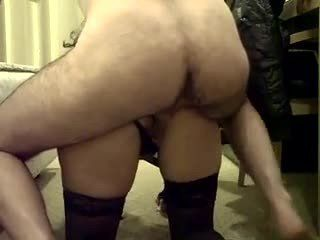 Esposa rabuda fica de quatro e pede pau no cuzinho