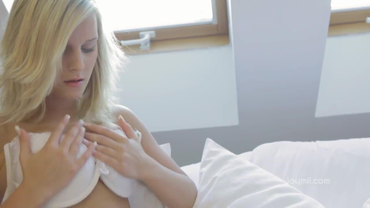 Novinha safada se masturbando gostoso