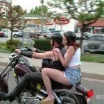 Ruiva pega a carona do prazer com motoqueiro