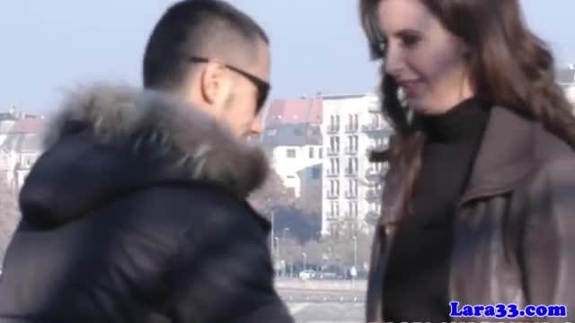 Vídeo de sexo em pé com morena magrinha