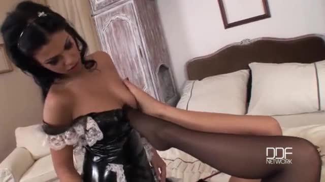 Tarado por pés adora fazer sexo e ser massageado no pênis com os pés das piranhas