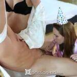 Vídeo de primo sarado dando um trato nas primas lésbicas